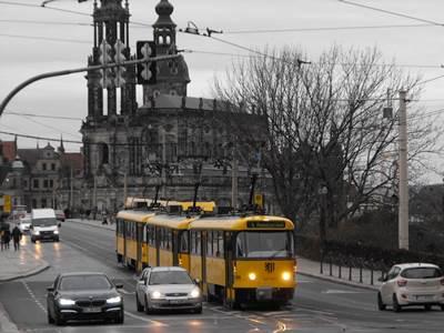 Tram crossing                 Elbe bridge